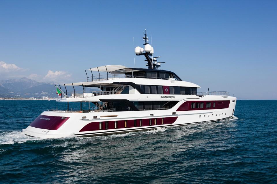 """Снижение цены на моторную яхту """"Quinta Essentia"""""""