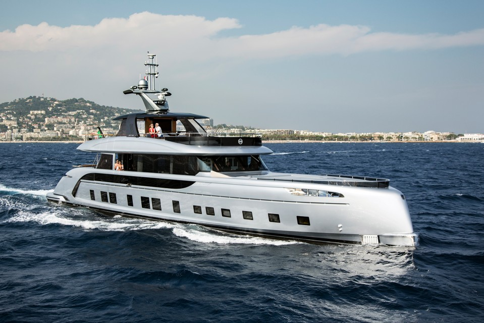 €2.45M Price reduction on Dynamiq super yacht GTT115