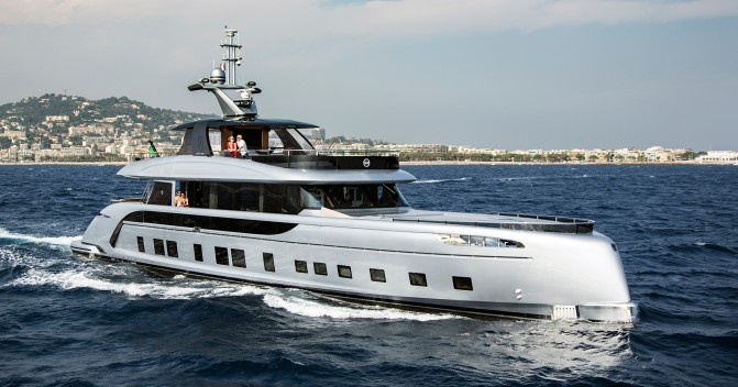 Price reduction on Dynamiq super yacht GTT115